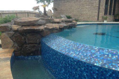 wet-edge-of-pool-Iguana-pools-1